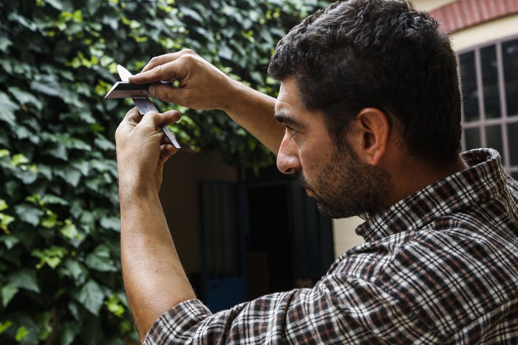 Gioel Terlizzi - Artigiano specializzato nell'affilatura lame e coltelli - Arrotino - Alba Coltelleria - LCotel