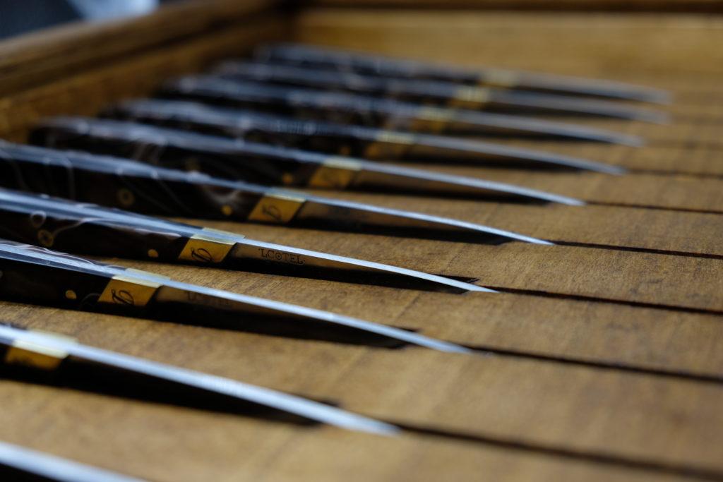 Scatola in legno per 10 coltelli da tavola.