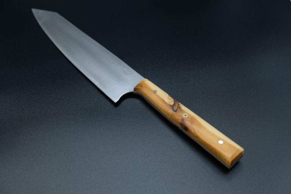 Kiritsuke gyuto chef, lama acciaio al Nitrogeno, manico in ginepro e Mosaic Pin.
