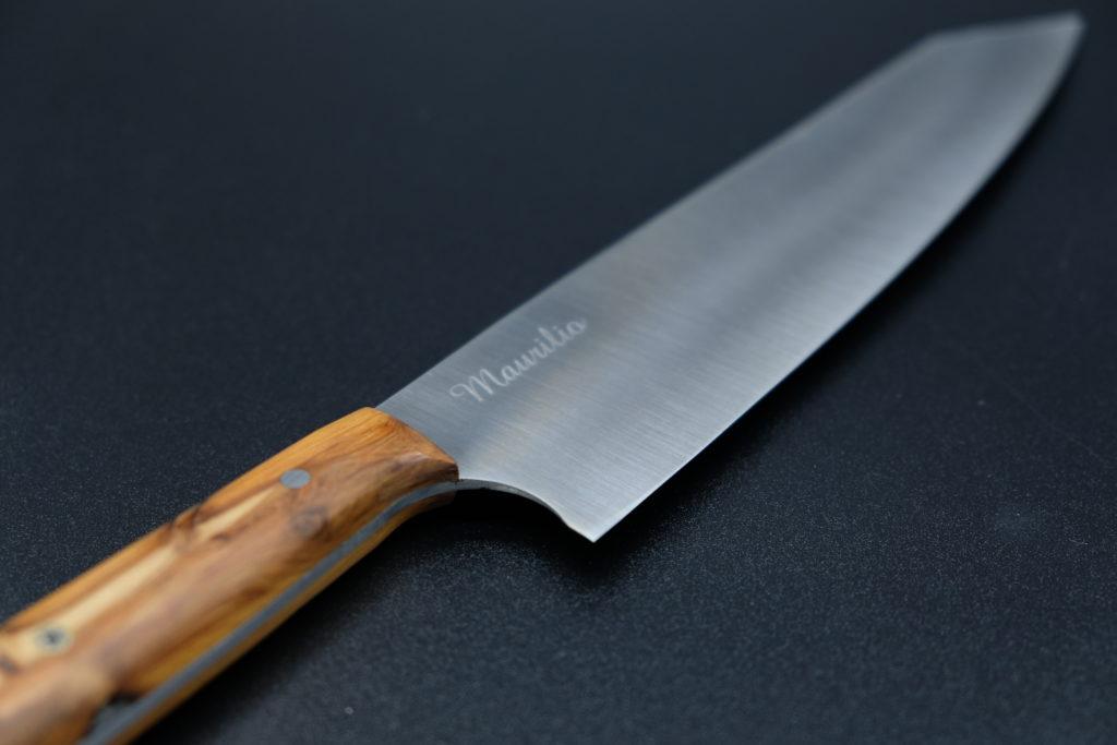 Personalizzazione kiritsuke gyuto chef, manico in ginepro. Chef: Maurilio Garola, ristorante La Ciau del Tornavento.