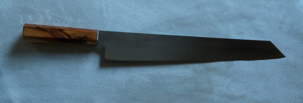 Kiritsuke gyuto chef, lama 42 cm, manico in ginepro e acciaio.
