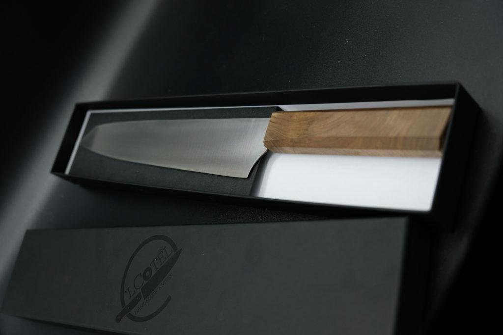 Maxi santoku, lama in acciaio Nitro B, manico in legno di ulivo. Chef Maurilio Garola.