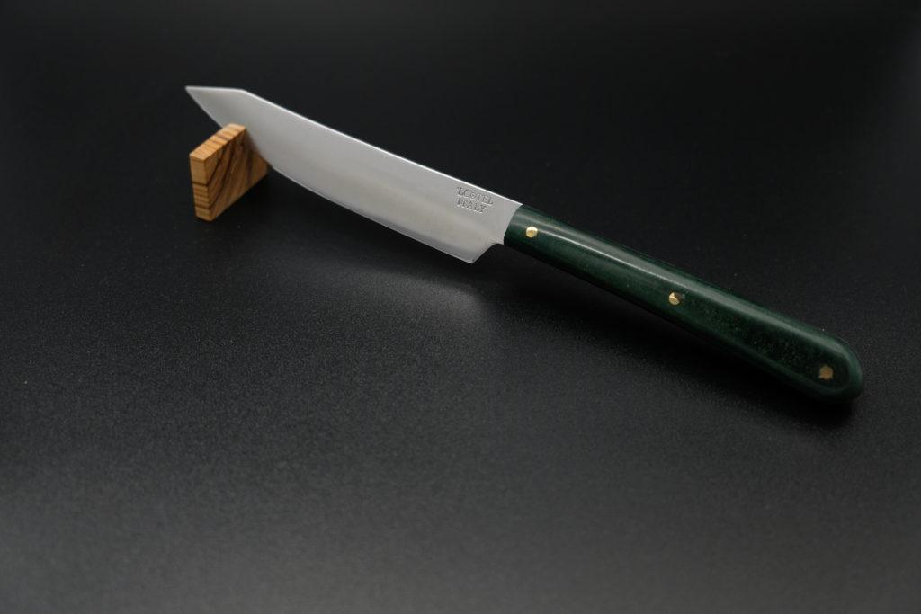 Coltello da tavola, lama in NitroB, manico in Paperstone. Ristorante Locanda del Sant'Uffizio, Chef Gabriele Boffa.