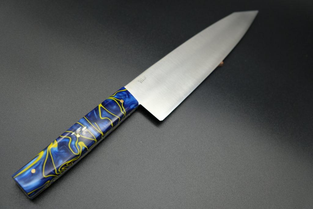 Kiritsuke gyuto chef, lama in acciaio Nitro B, manico in resina e scritta personalizzata.